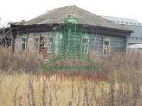 Продаем участок 14,2 сот с бревенчатым домом под снос в центре г. Озеры Московской области.