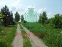 Земельный участок с центральными коммуникациями (электричество, газ, водопровод) площадь 15 соток.